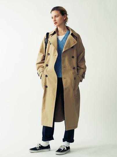 Trench Coat ¥48,000+tax.  Wool-Mohair Cable Knit Pullover ¥18,000+tax. Rib Tanktop¥4,500+tax. Baker Pants¥15,000+tax.