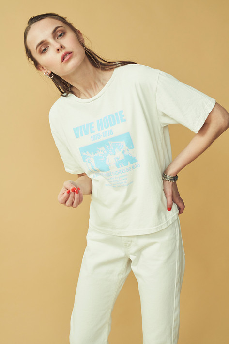 """VIVE HODIE"" Tee ¥6,500+tax    Denim Pants¥18,500+tax"