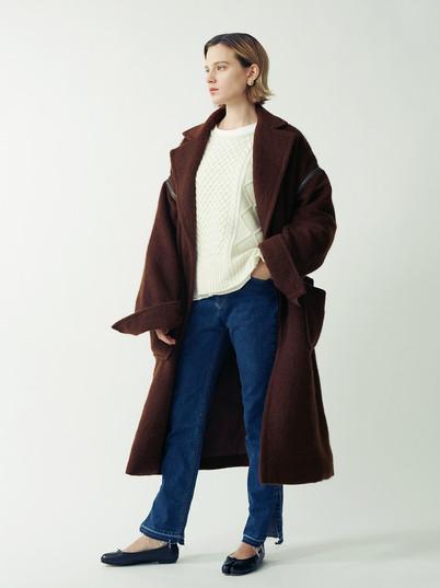 Shaggy Gown Coat¥58,000+tax. Aran Knit Pullover¥28,000+tax. Cut off Slit Denim Pants¥16,000+tax.