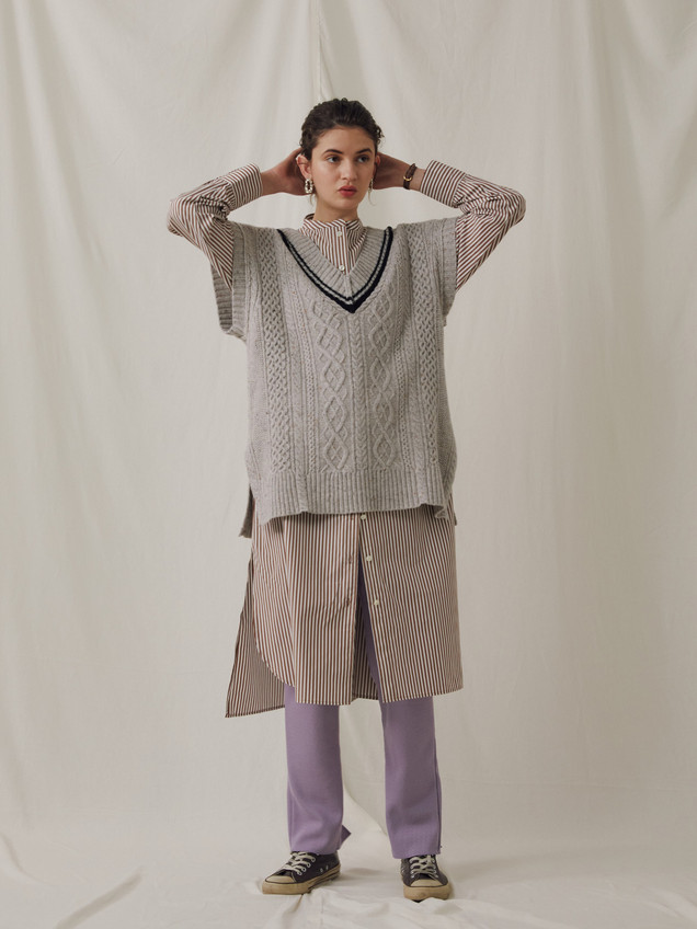 Alan Knitting Nep yarn Vest ¥16,000+tax. Stripe pattern Shirt one piece ¥23,000+tax. Hot-Thermal Leggins Pants ¥9,000+tax.