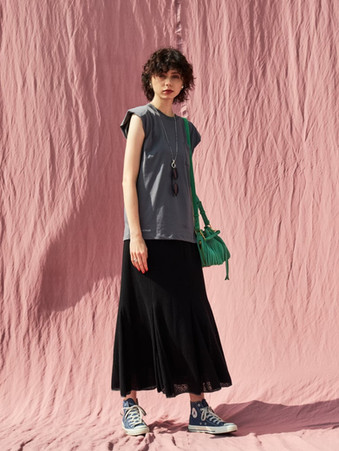 shoulder pads tops¥7,000+tax. sheer jacquard skirt¥15,000+tax.