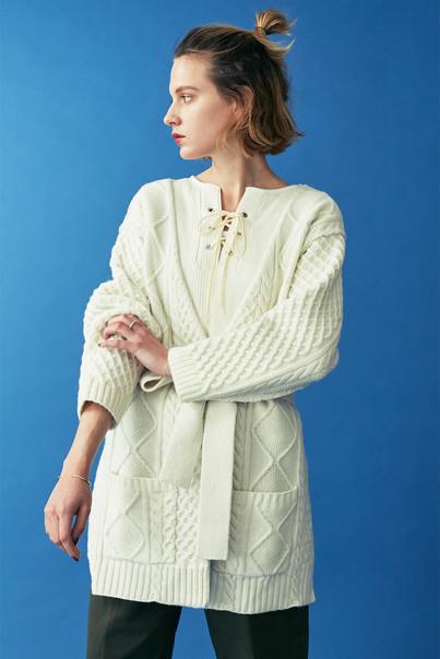 Aran Knit Cardigan¥35,000+tax. Random waffle Lace-up Tops¥12,000+tax. Baker Pants¥15,000+tax.