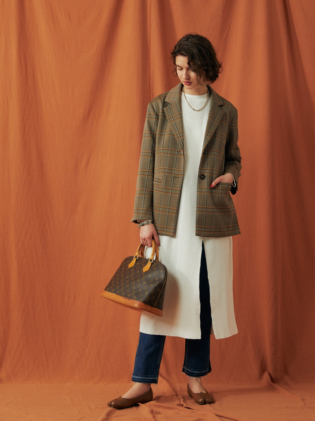 Original Check Pattern jaquard Jacket ¥33,000+tax. Waffle Slit one piece ¥15,000+tax.