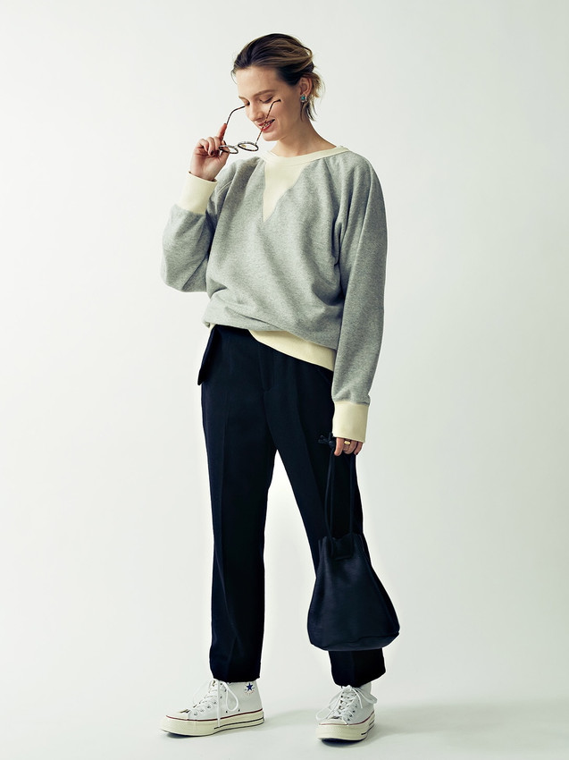 Big V-gazette Fake Suede Sweatshirt¥14,000+tax. Wool Flare Pants¥18,000+tax.