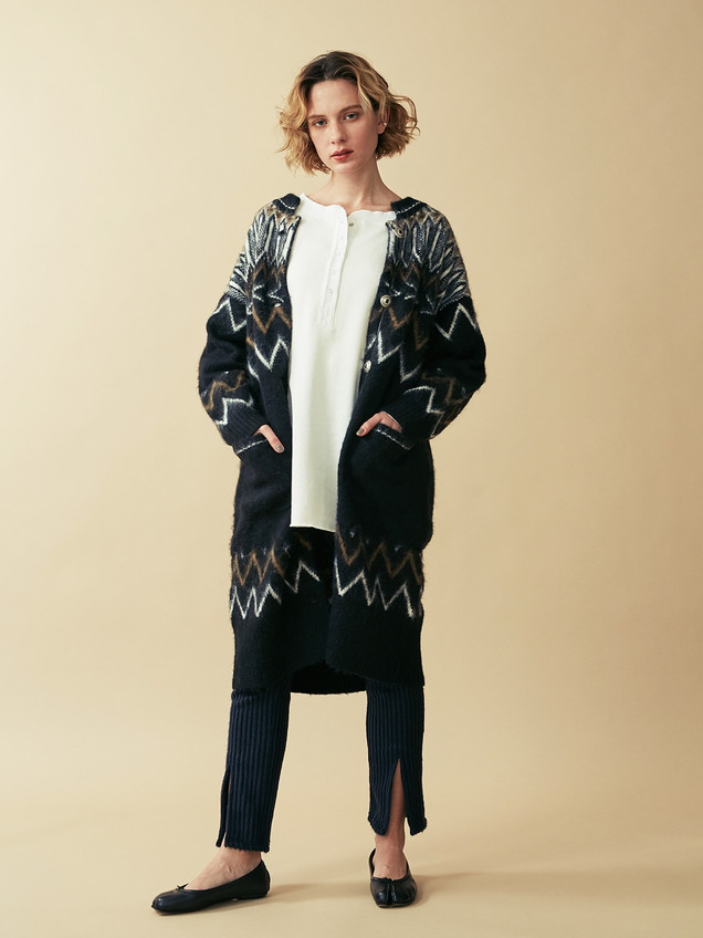 Reversible 2way Big tops¥17,000+tax.  Nordic Knit cardigan¥23,000+tax. Shaggy Pants¥11,000+tax.