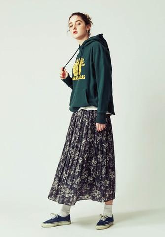 Foodie ¥15,000+tax Loop-wheeled T-shirts ¥9,000+tax Pleated skirt ¥22,000+tax