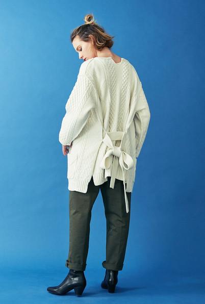 Aran Knit Cardigan¥35,000+tax. Baker Pants¥15,000+tax.