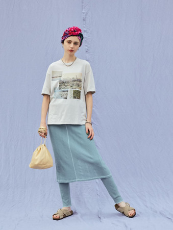 multi photo print tee¥7,500+tax. Sheer jacquard layered skirt¥15,000+tax.