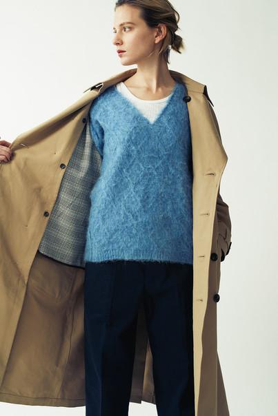 Wool-Mohair Cable Knit Pullover ¥18,000+tax. Rib Tanktop¥4,500+tax. Baker Pants¥15,000+tax.