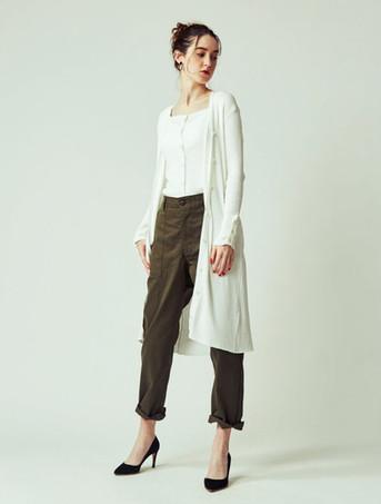 Knit camisole ¥7,000+tax Long cardigan ¥15,000+tax Baker Pants ¥14,800+tax