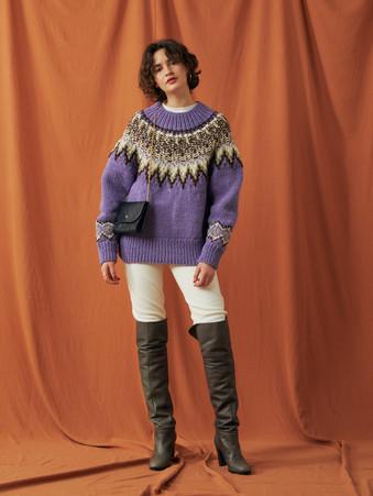 Nordic pattern Hand knitting Turtleneck Pullover ¥22,000+tax. Hot-Thermal Leggings Pants ¥9,000+tax.