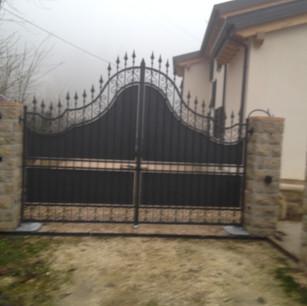 Cancello Nero Punte.JPG