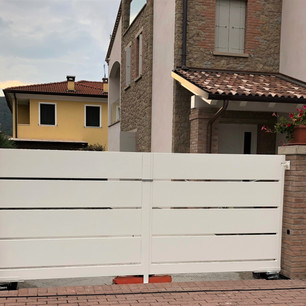 Cancello Ringhiera Pannelli Bianca.jpg