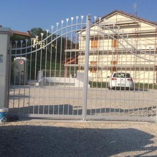 Cancello Ferro Battuto Grigio.JPG