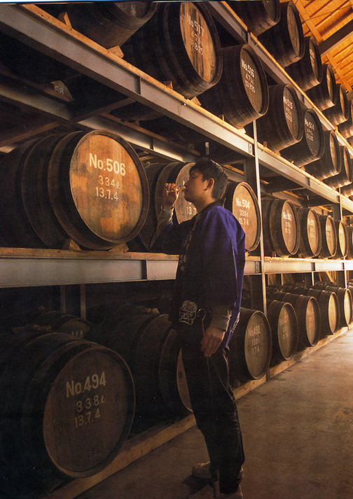 Ohishi san with barrels 樽和教写真2.jpg