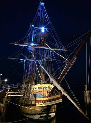 Mayflower II at night.jpg