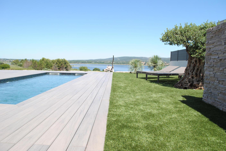 Pose de gazon synthétique et terrasse composite