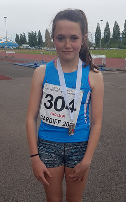 U15 girls 1500m East Wales