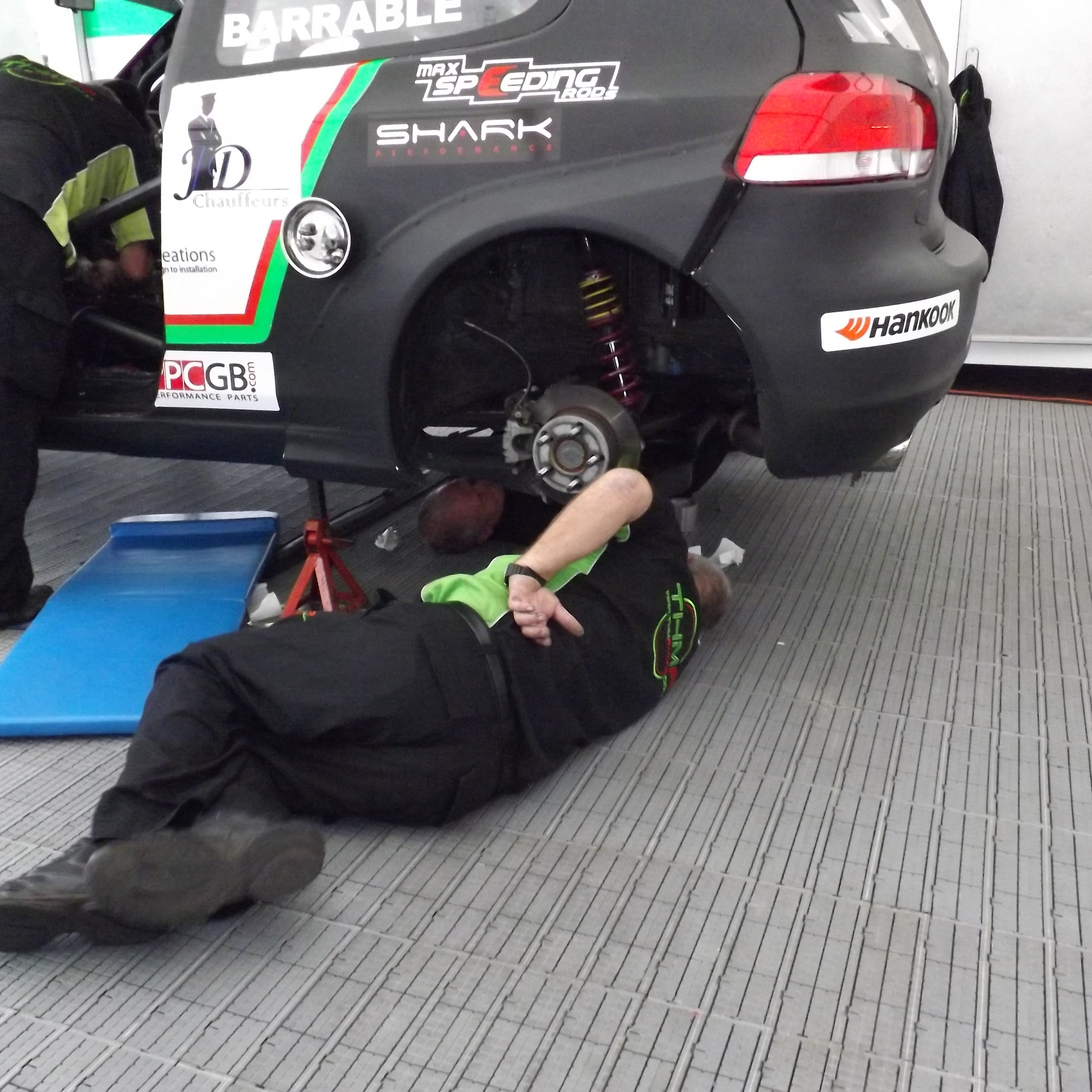 THM Racing - last minute repairs!