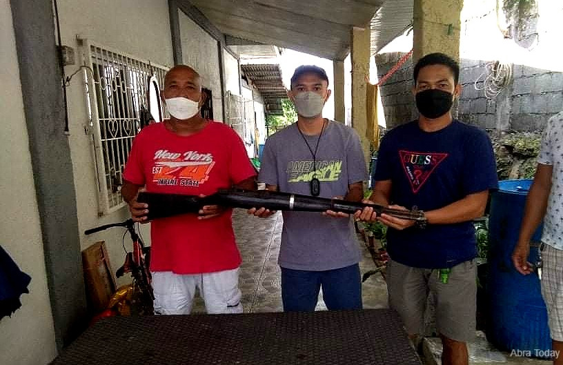 Abra official surrenders firearm after arrest of SB member, 2 others for illegal possession of guns