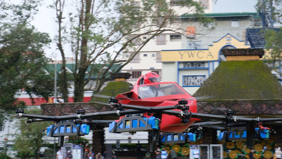 Human drone flies in Baguio's 112th anniversary