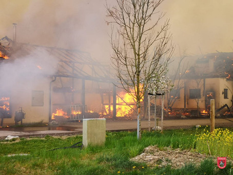 Unterstützung bei Bauernhofbrand in Schechen