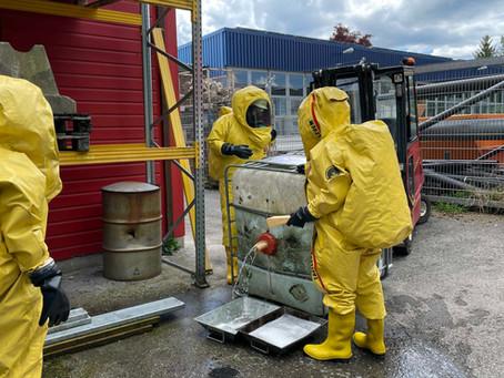 Drei neue Träger für Chemieschutzanzüge bei der Feuerwehr Stadt Bad Aibling
