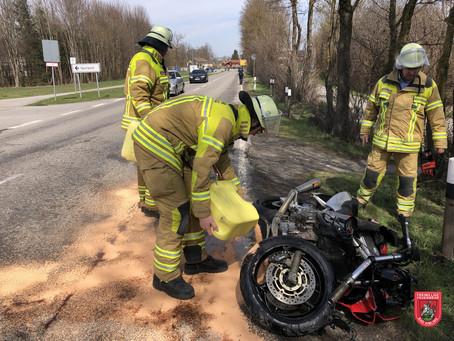 Straße reinigen nach Verkehrsunfall