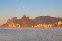 Ipanema e Leblon vista da Pedra do Arpoador, Pedra da Gavea e Dois Irmaos ao fundo, Rio de Janeiro_3