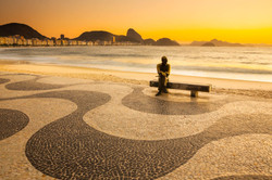 Estatua de Carlos Drummond de Andrade ao amanhecer, Copacabana, Rio de Janeiro_3241