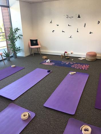 Studio de Yoga et de danse La Teste de Buch Bassin d'arcachon, Yoga doux et dynamique, massages thérapeutiques, massages énergétiques, shiatsu thérapeutique, abhyanga massage, hypnose Pnl EMDR Coaching, stress, perte de poids sport thérapies brèves stress