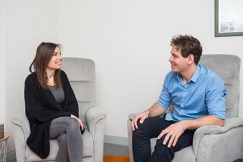 hypnothérapie à Angers - Séance d'hypnose dans le cabinet de consultation avec Brice Esnault