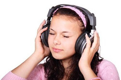 rsz_cute-15719__340chica_con_auriculares