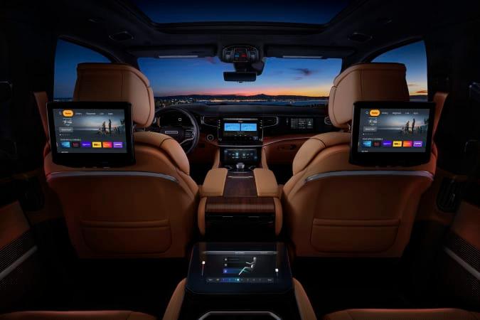 Jeep Wagoneer está cargada de tecnología y pantallas táctiles