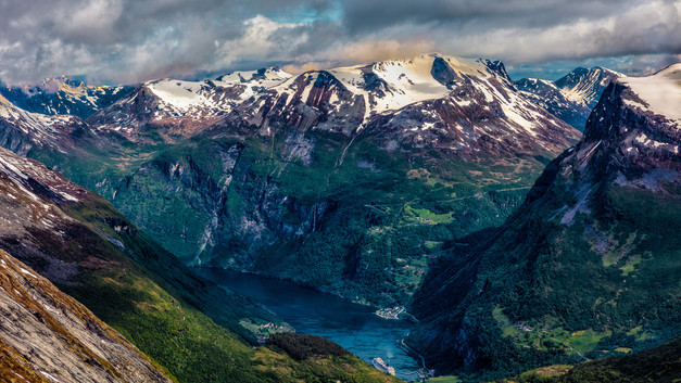 Dalsnibba Mountain Plateau, Norway.jpg