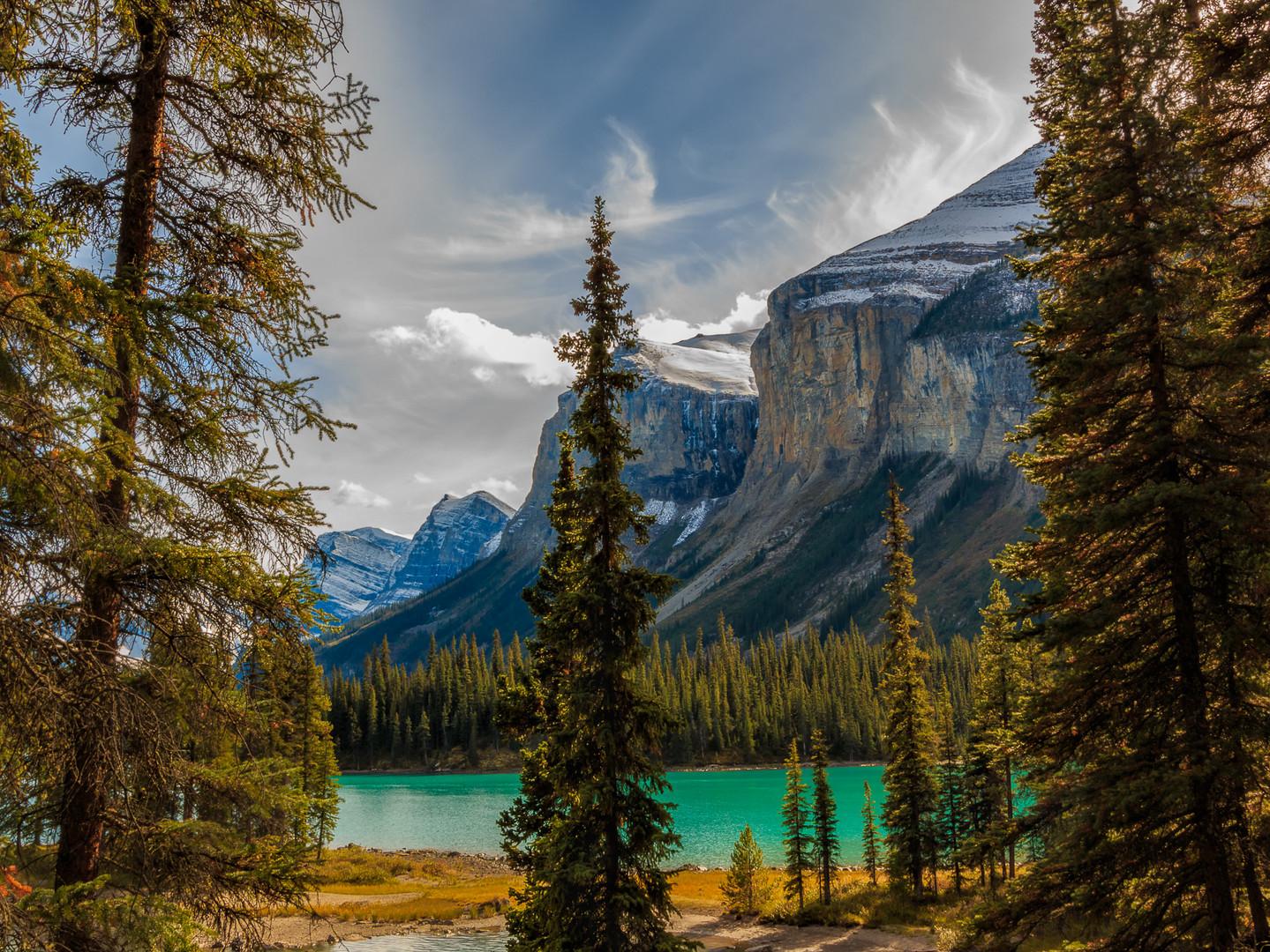 Maligne Lake, Jasper National Park.jpg