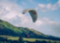 Parachutespringen in de natuur