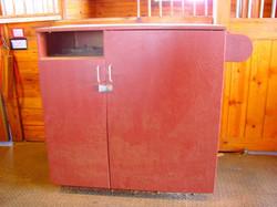 Large, individual tack boxes at each stall