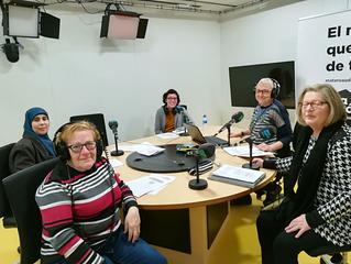 Dones reporteres i famílies enllaçades