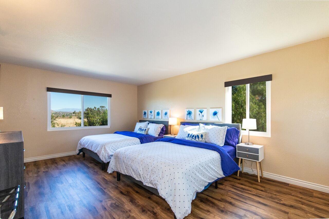 Queen Room (2 beds)