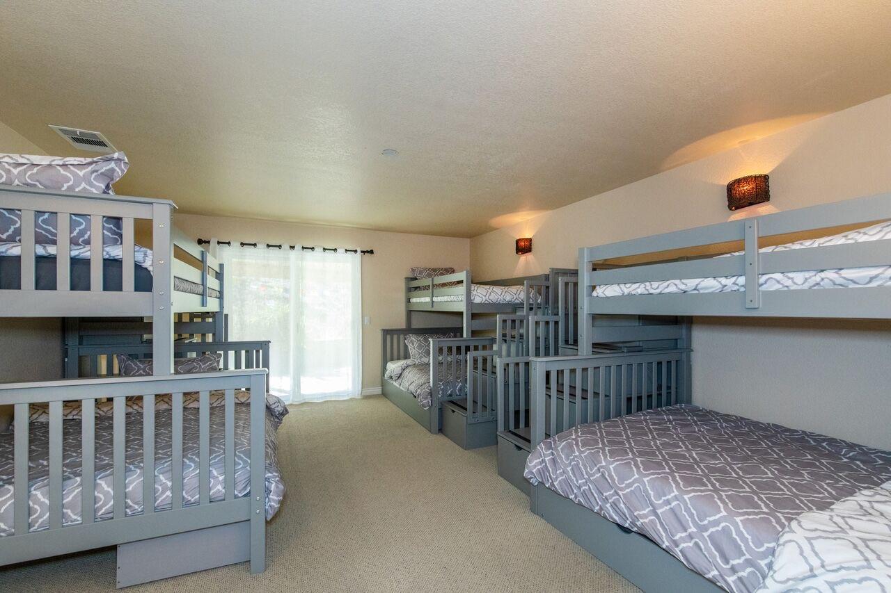 Dorm-Style Bunk Room (sleeps 6-7)