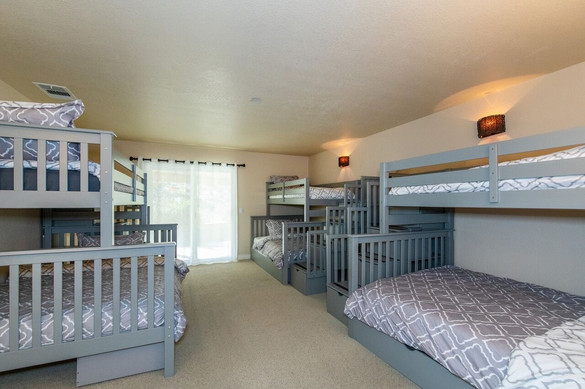 Dorm-Style Bunk Room (sleeps 6-7)