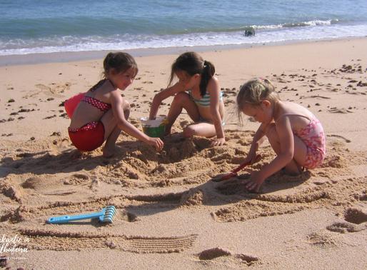 Zon, zee en strand met kinderen in de Algarve