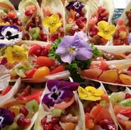 witlofsalade met eetbare bloemen