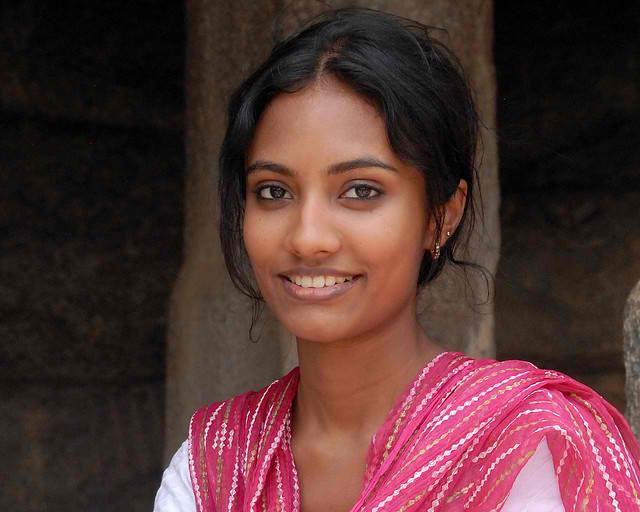 Beautiful_woman_of_Mahhabalipuram_India
