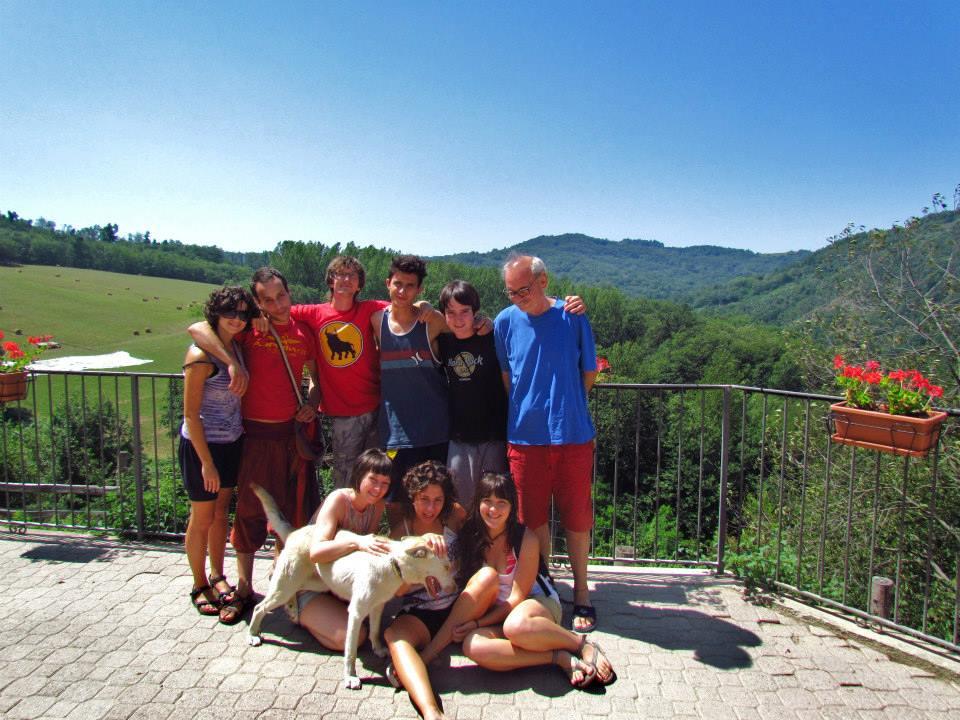 Tony Lucci con il gruppo della scuola di pace