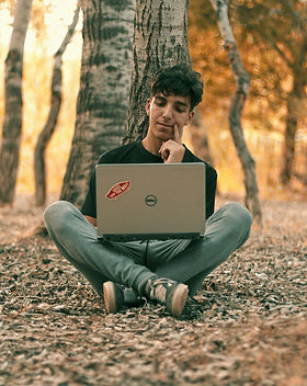 man%20using%20Dell%20laptop_edited.jpg