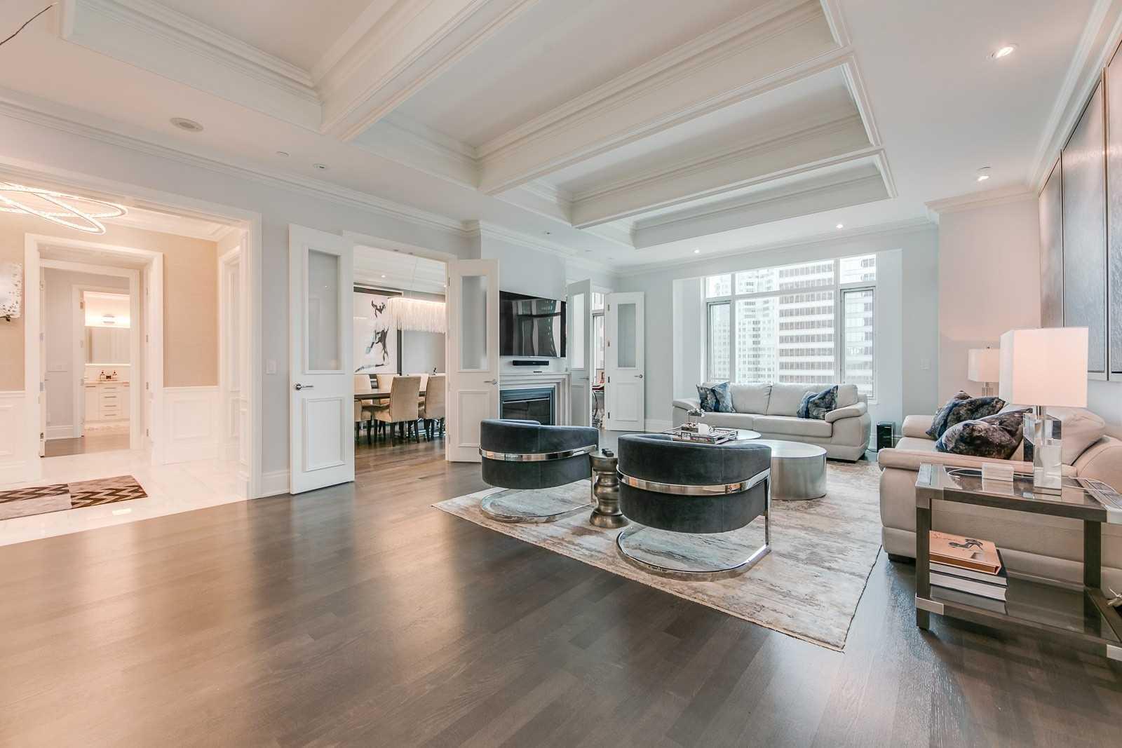 Wanda Cowie _ St. Regis Toronto _ Suite