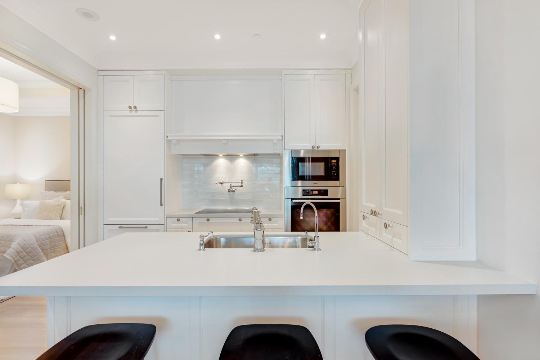 Suite 3806 Kitchen.jpg