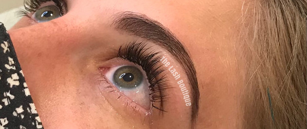 Minx Classic Light in Natural Style with Brow wax and tint